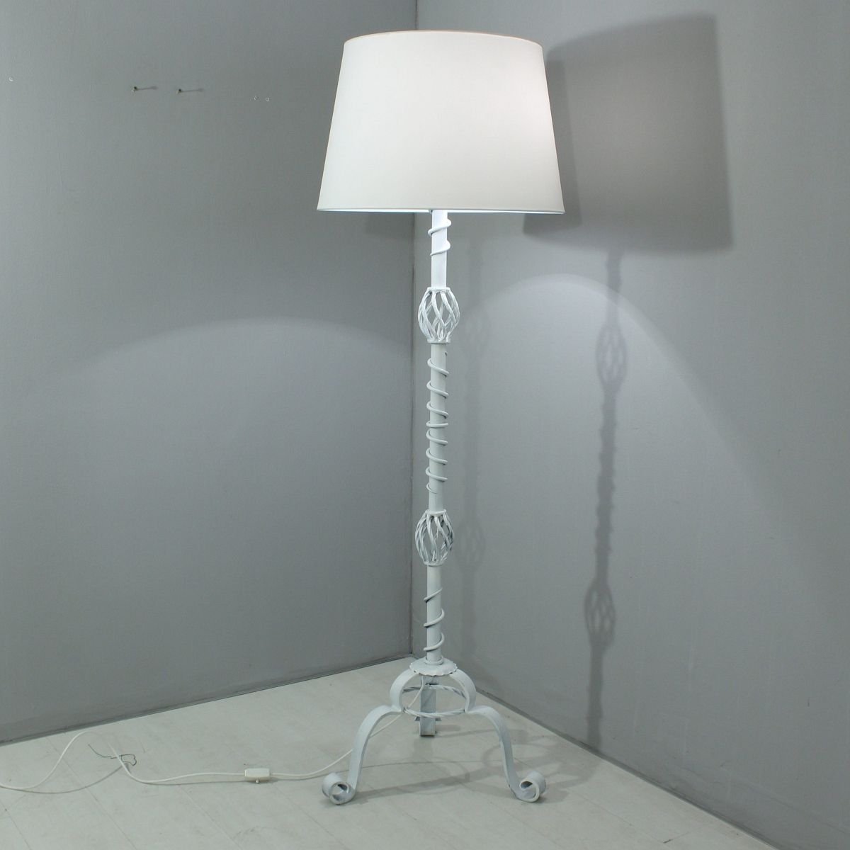 Vintage White Floor Lamp, 1930s for sale at Pamono