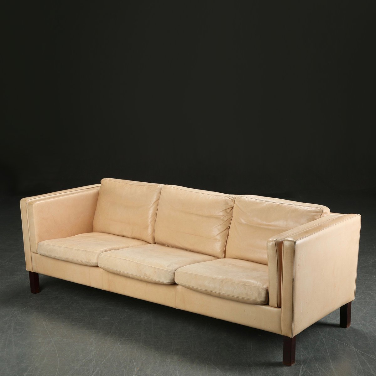 Vintage danish long cream leather sofa for sale at pamono for Cream leather sofa