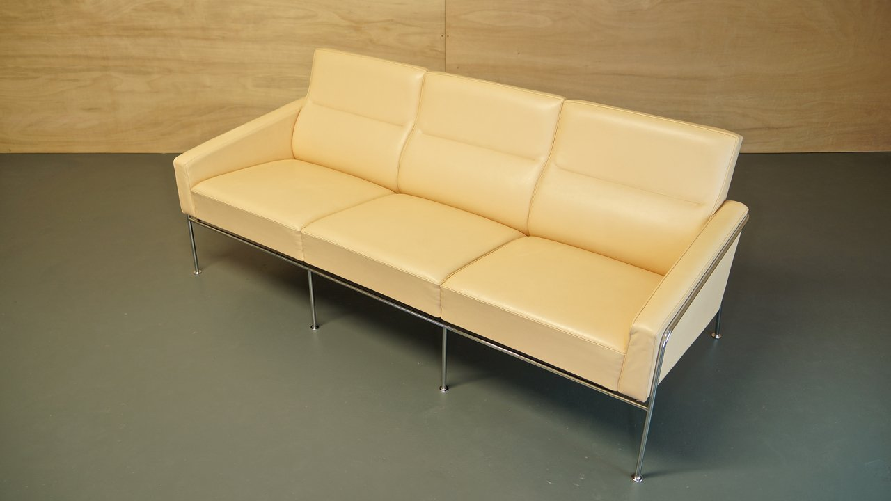vintage cream leather series 3303 sofa by arne jacobsen for fritz hansen for sale at pamono. Black Bedroom Furniture Sets. Home Design Ideas