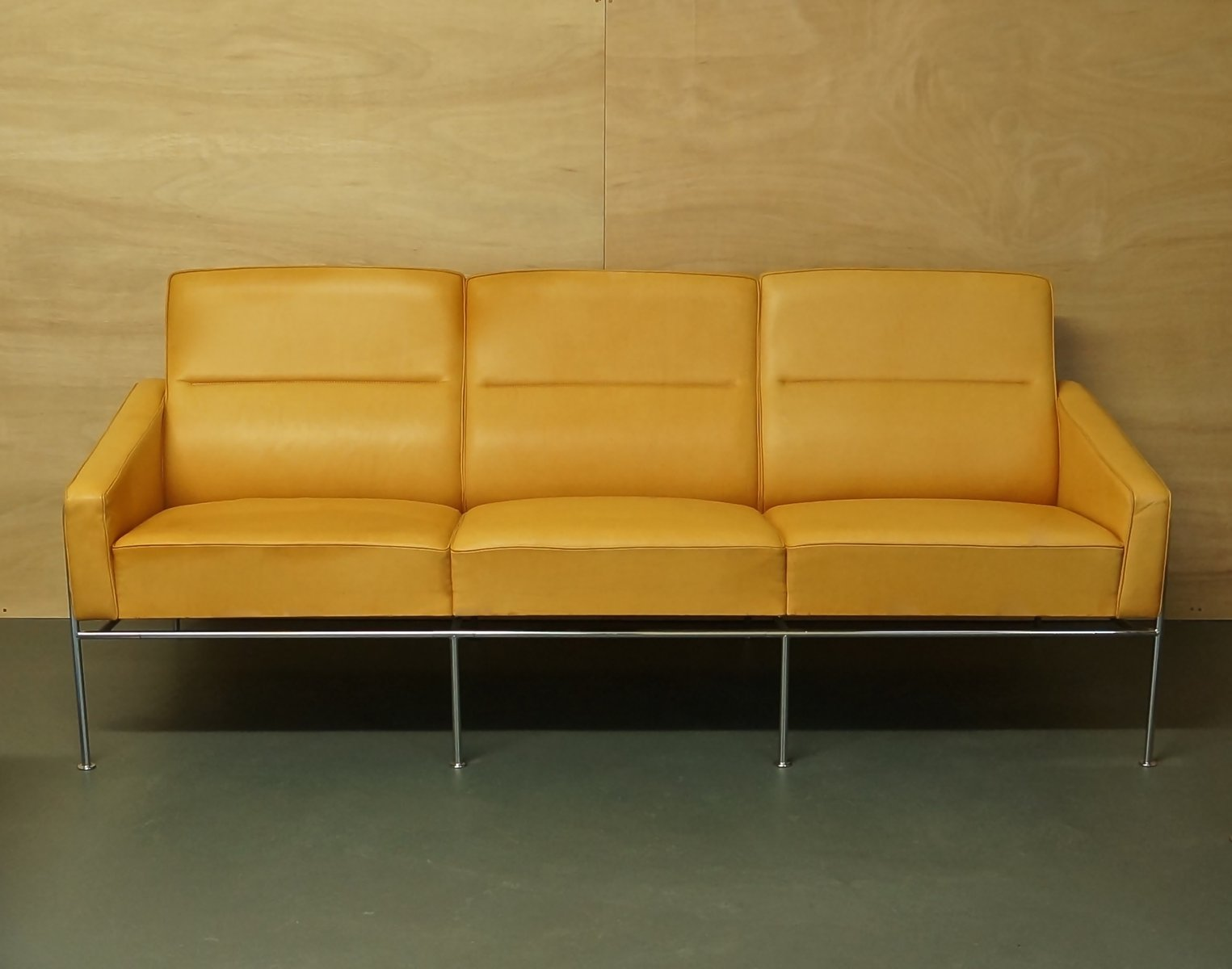 Vintage Light Tan Leather Series 3303 Sofa By Arne Jacobsen For Fritz Hansen For Sale At Pamono