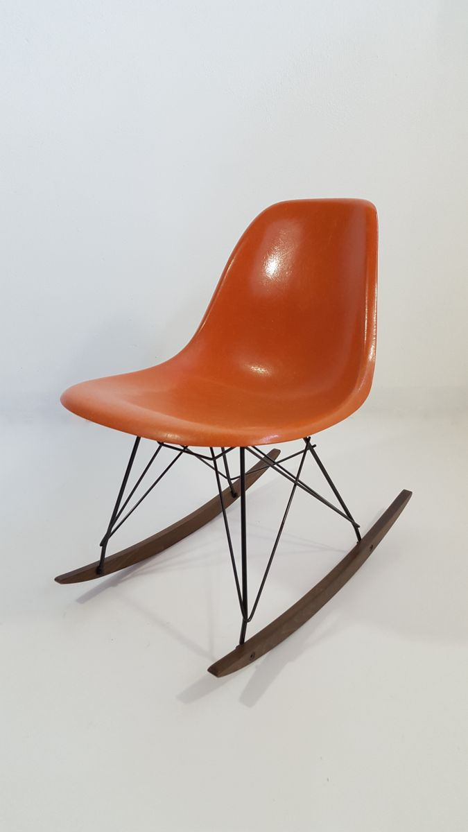oranger glasfaser schaukelstuhl von charles ray eames. Black Bedroom Furniture Sets. Home Design Ideas