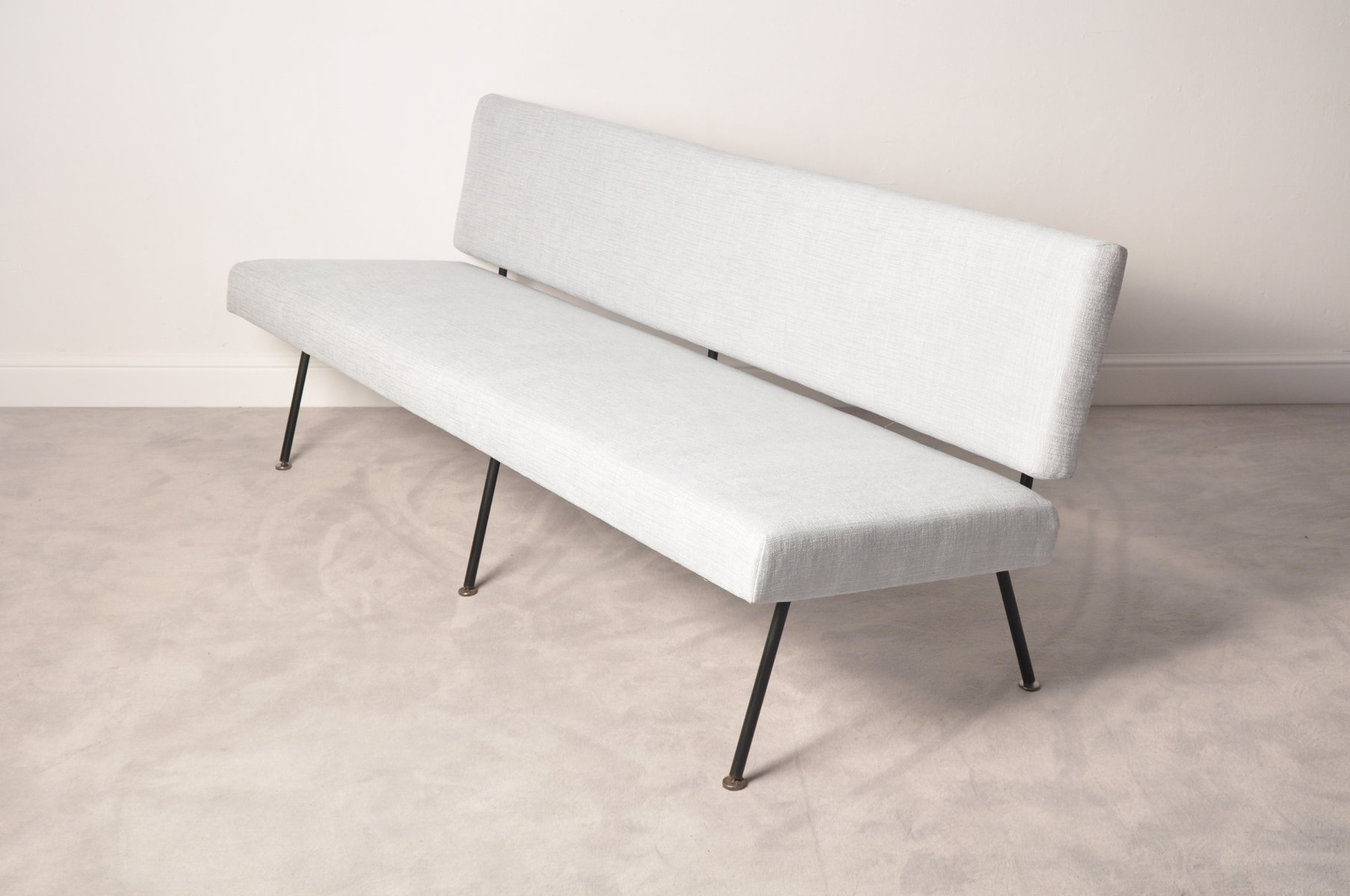 Model 32 Sofa by Florence Knoll for Knoll International 1965 for