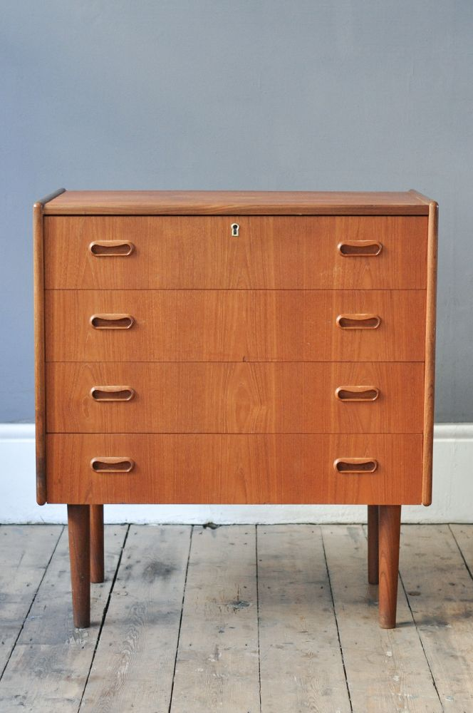 kleine teak kommode 1960er bei pamono kaufen. Black Bedroom Furniture Sets. Home Design Ideas