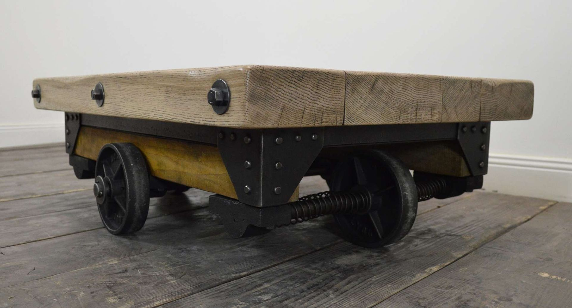 Vintage riveted industrial wood and metal coffee table for sale at pamono Industrial metal coffee table