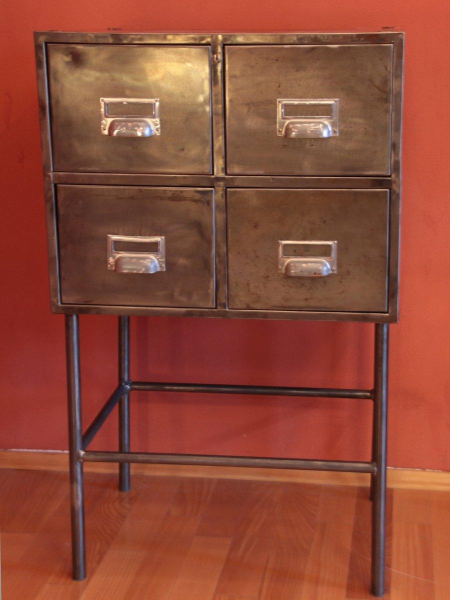 Cassettiera vintage industriale in ferro in vendita su pamono for Cassettiera industriale vintage