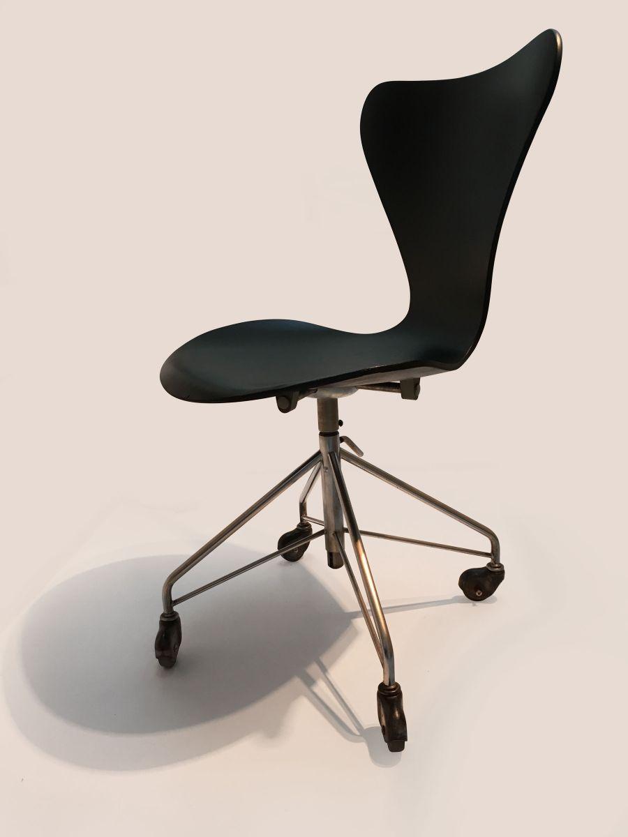 description vintage design this 3117 model office chair was designed by arne jacobsen arne jacobsen office chair