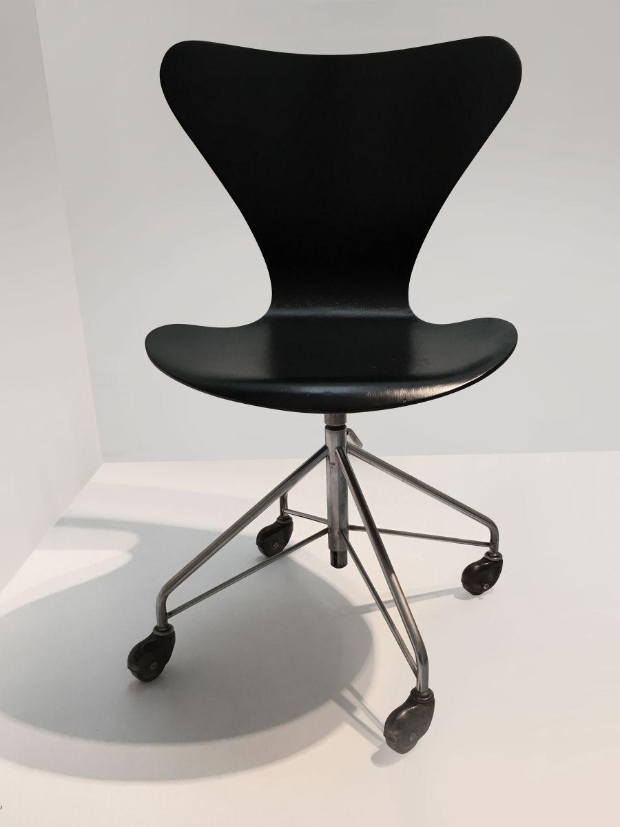3117 office chair by arne jacobsen for fritz hansen 1980s arne jacobsen office chair
