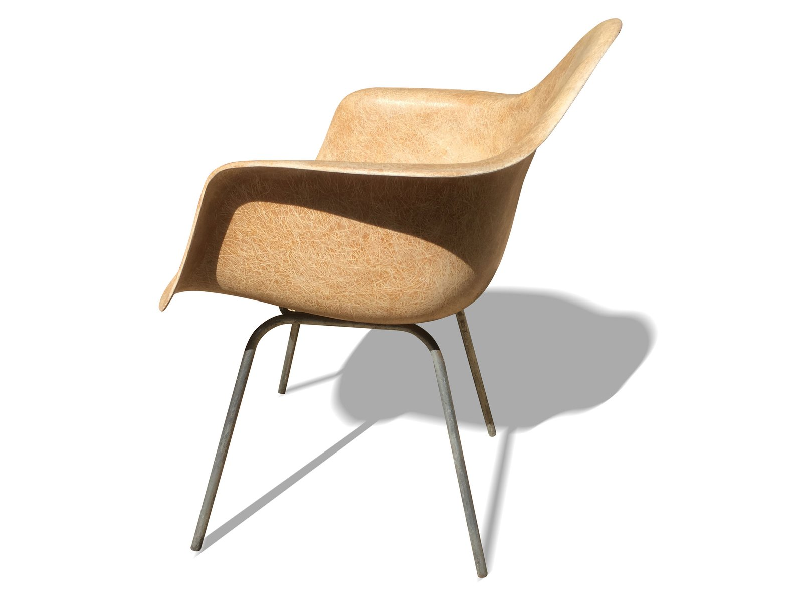 Chaise dax par charles ray eames pour zenith plastics for Vente chaise eames