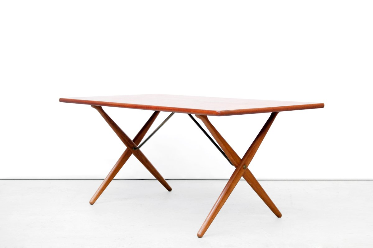 Model at 303 cross leg dining table by hans wegner for for One leg dining table