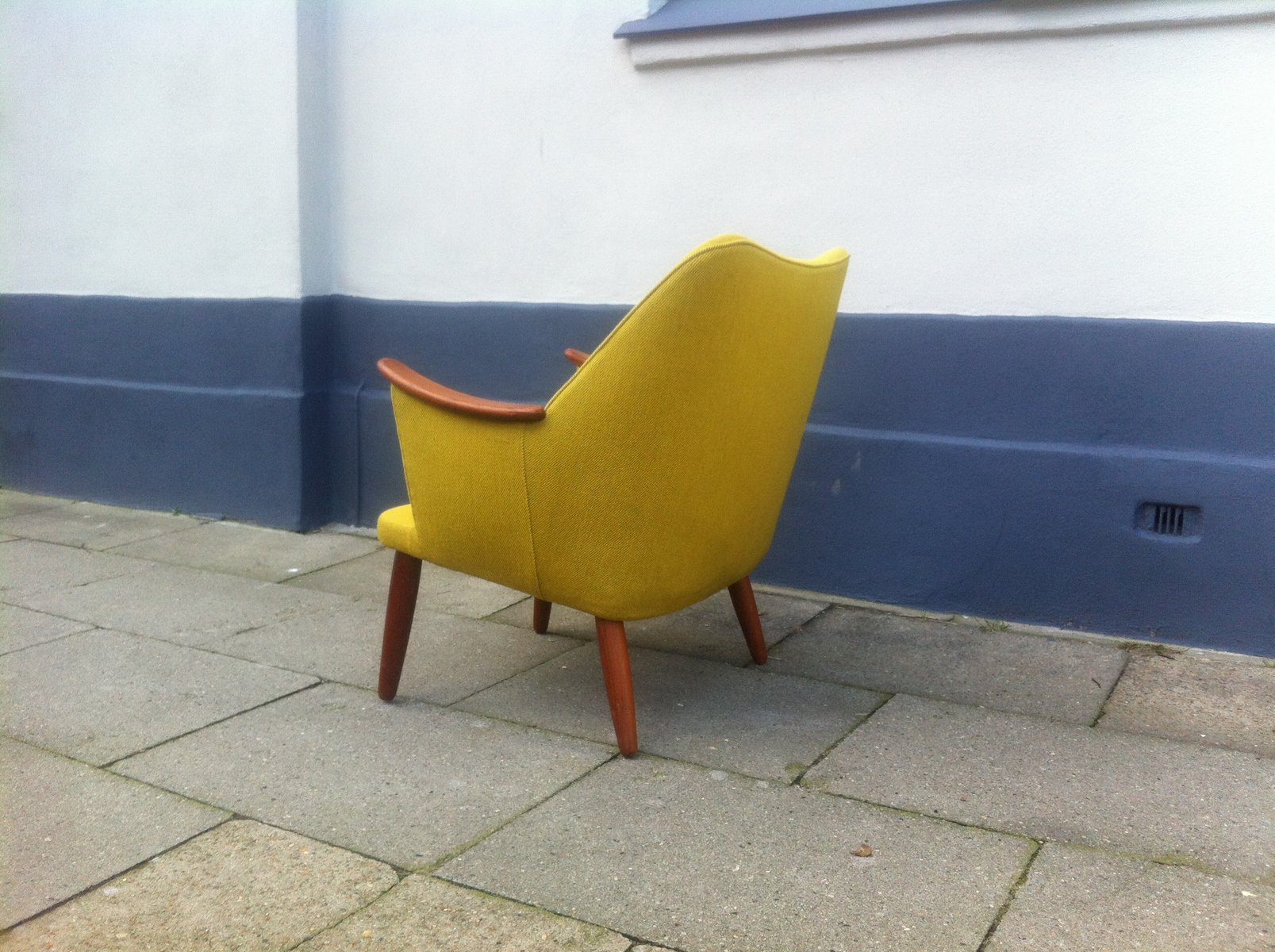 ^ Danish Mid-entury Modern asy hair in Yellow Wool with eak ...