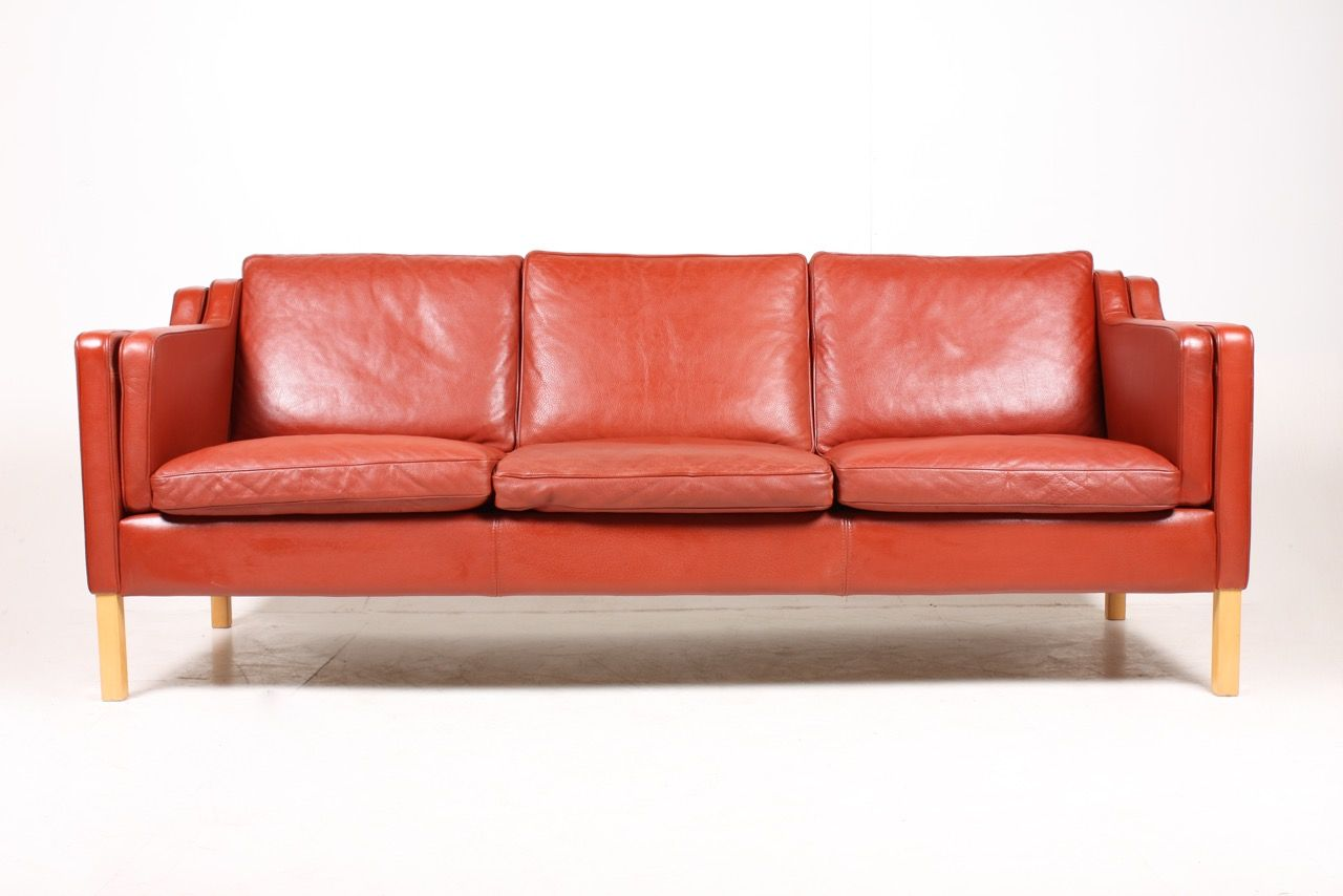 rotes d nisches drei sitzer sofa von stouby 1980er bei pamono kaufen. Black Bedroom Furniture Sets. Home Design Ideas