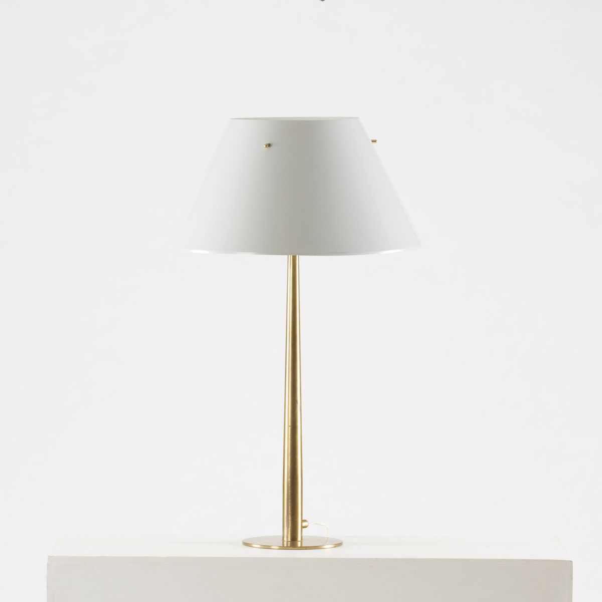 tischlampe aus messing metall von hans agne jakobsson. Black Bedroom Furniture Sets. Home Design Ideas