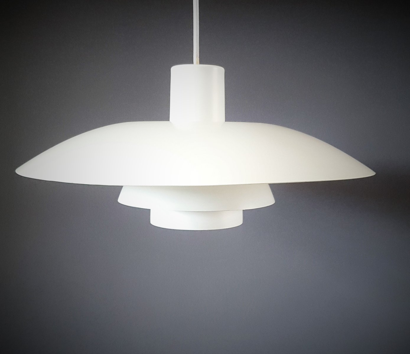 Lampe suspension ph 4 3 vintage blanche par poul for Lampe suspension blanche