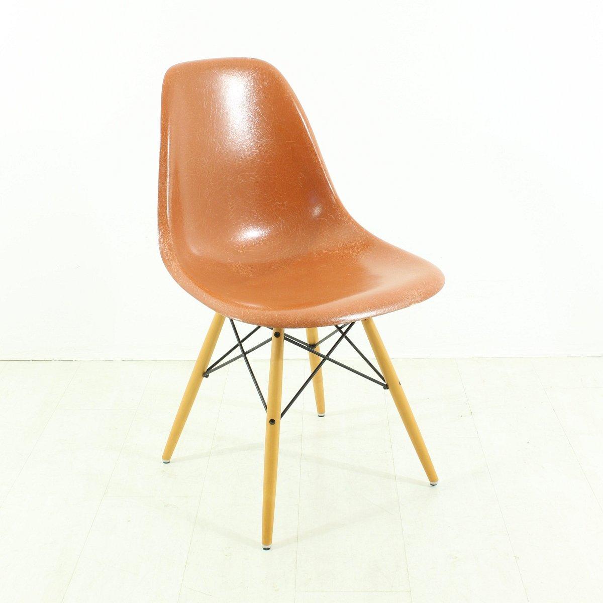 chaise terracotta vintage par charles ray eames pour vitra en vente sur pamono. Black Bedroom Furniture Sets. Home Design Ideas