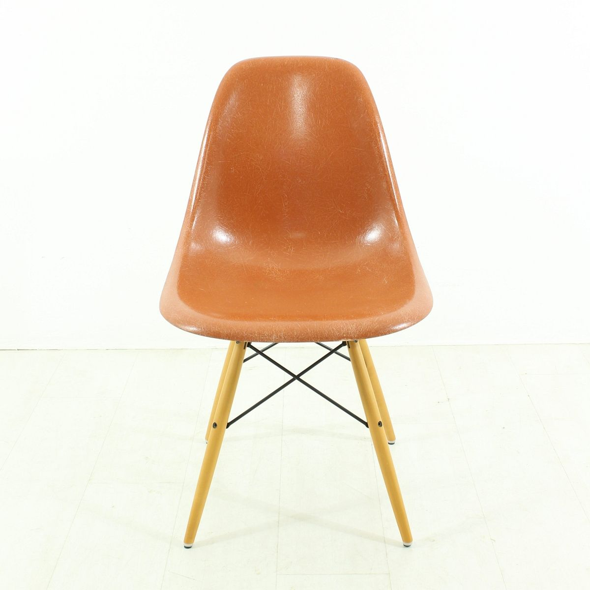 Chaise terracotta vintage par charles ray eames pour for Vente chaise eames