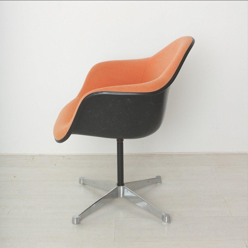 orange roter vintage sessel von charles ray eames f r herman miller bei pamono kaufen. Black Bedroom Furniture Sets. Home Design Ideas