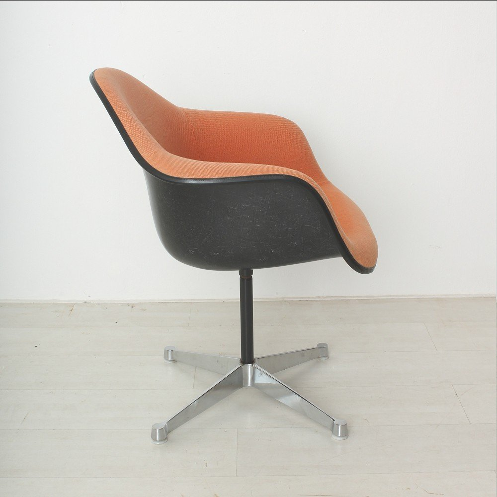 orange roter vintage sessel von charles ray eames f r herman miller bei pamono kaufen. Black Bedroom Furniture Sets. Home Design Ideas