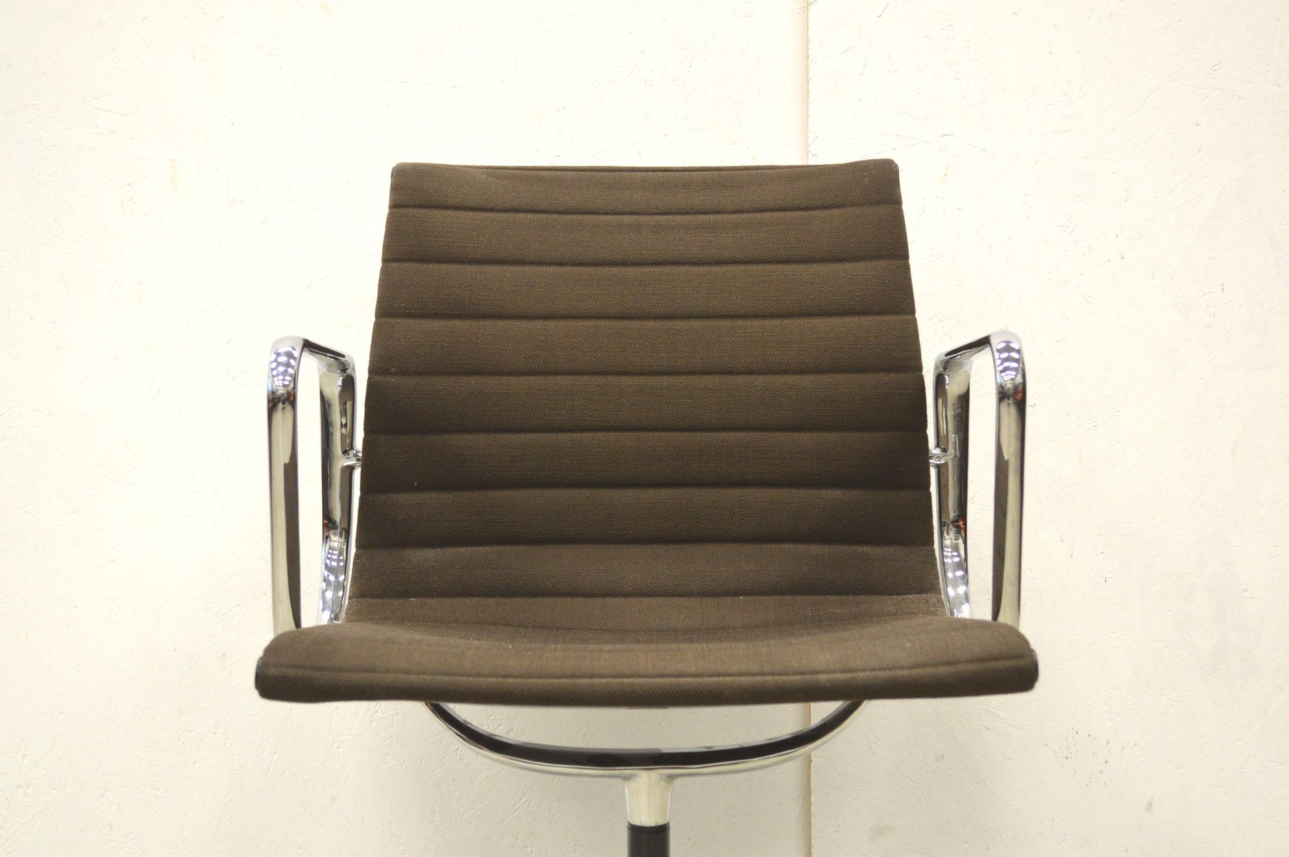 ea108 alu office chair by charles ray eames for herman. Black Bedroom Furniture Sets. Home Design Ideas