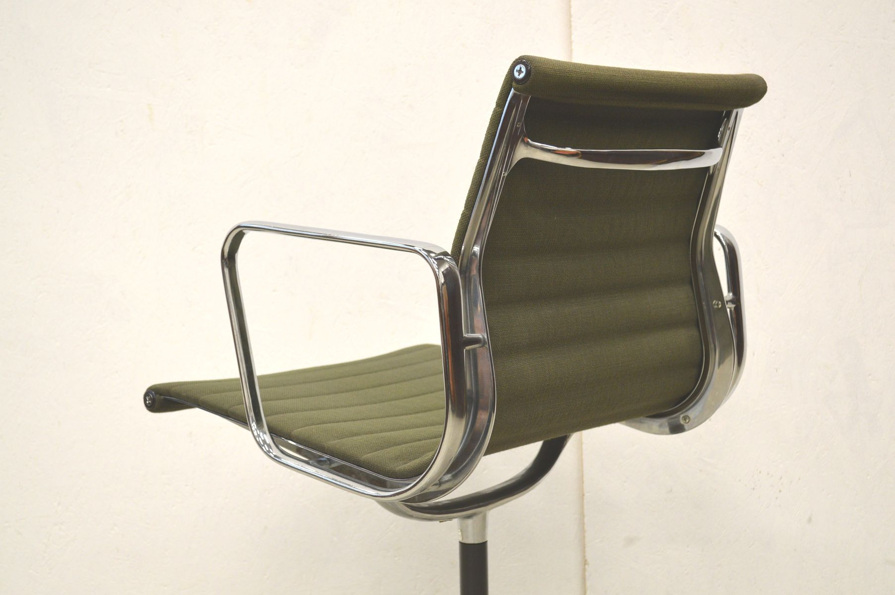 Ea107 alu office chair by charles ray eames for herman for Eames alu chair nachbau