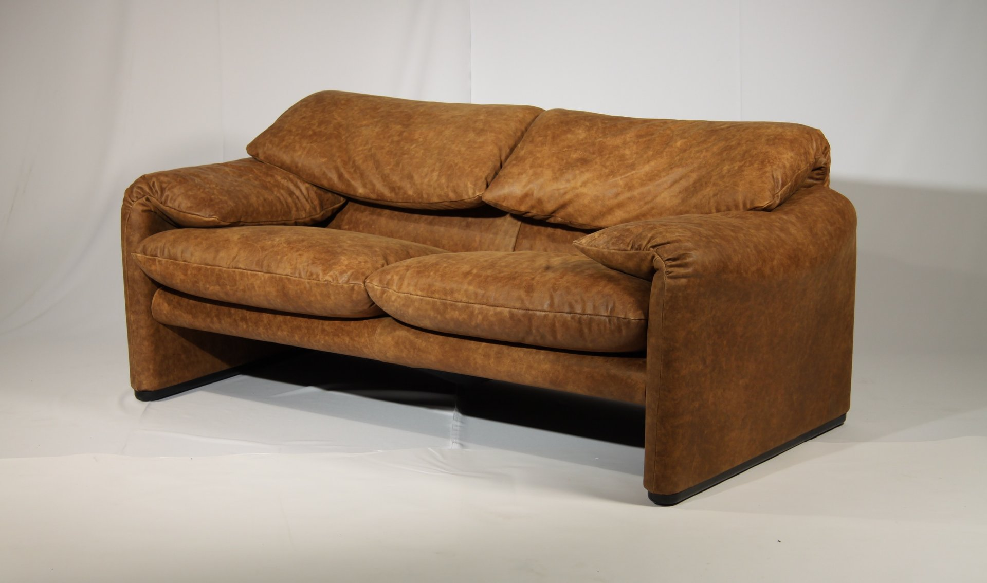 vintage maralunga sofa by vico magistretti for cassina 1973 for sale at pamono. Black Bedroom Furniture Sets. Home Design Ideas