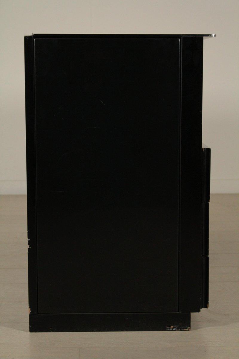 italienischer schrank aus lackiertem holz metall glas. Black Bedroom Furniture Sets. Home Design Ideas