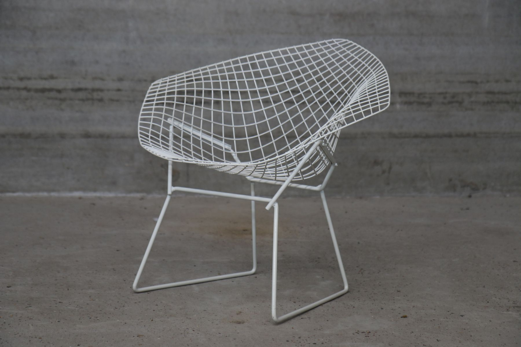 Bertoia diamond chair vintage - Vintage White Diamond Chairs By Harry Bertoia For Knoll Set Of 2