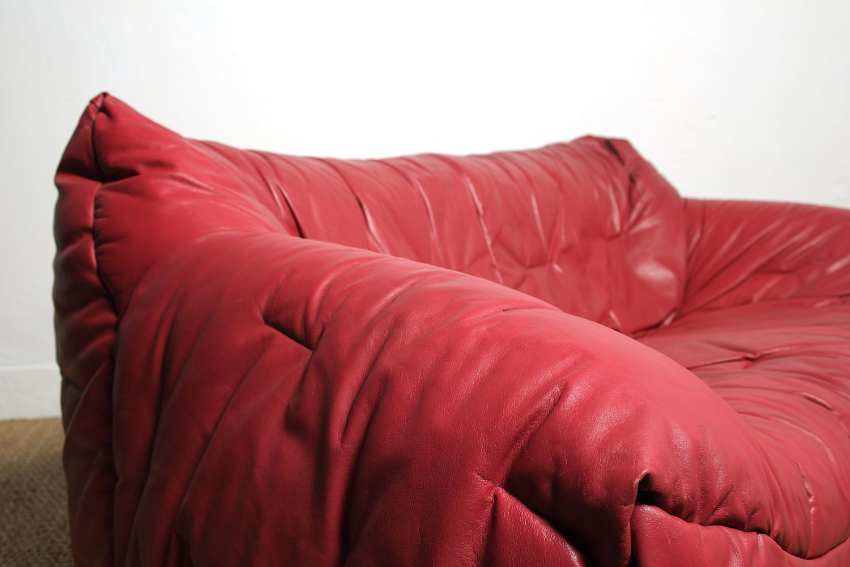 canap rouge vintage par hans hopfer pour roche et bobois 1980s en vente sur pamono. Black Bedroom Furniture Sets. Home Design Ideas