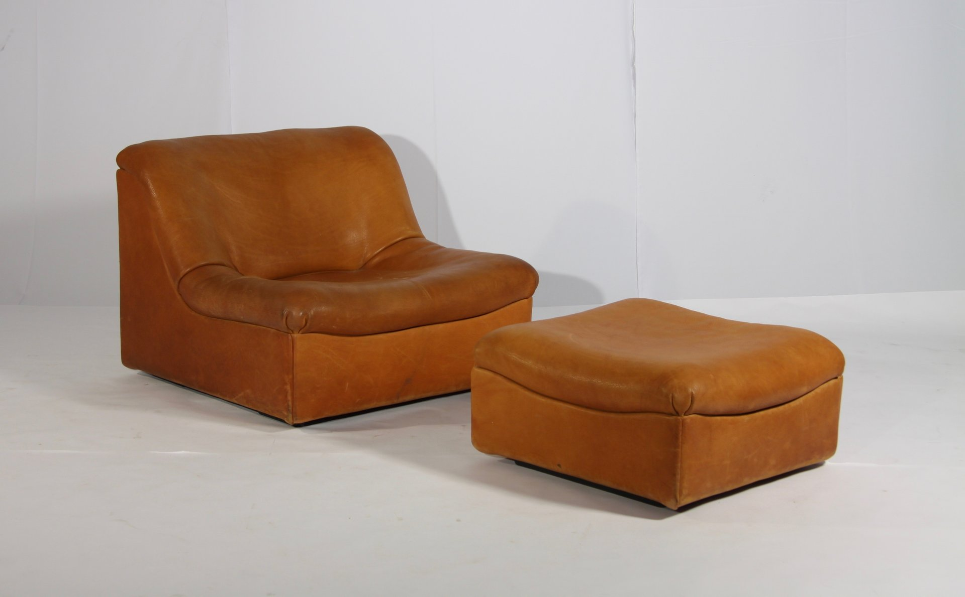 Ds 46 Thick Buffalo Leather Lounge Chair Pouf From De Sede 1970s For Sale At Pamono