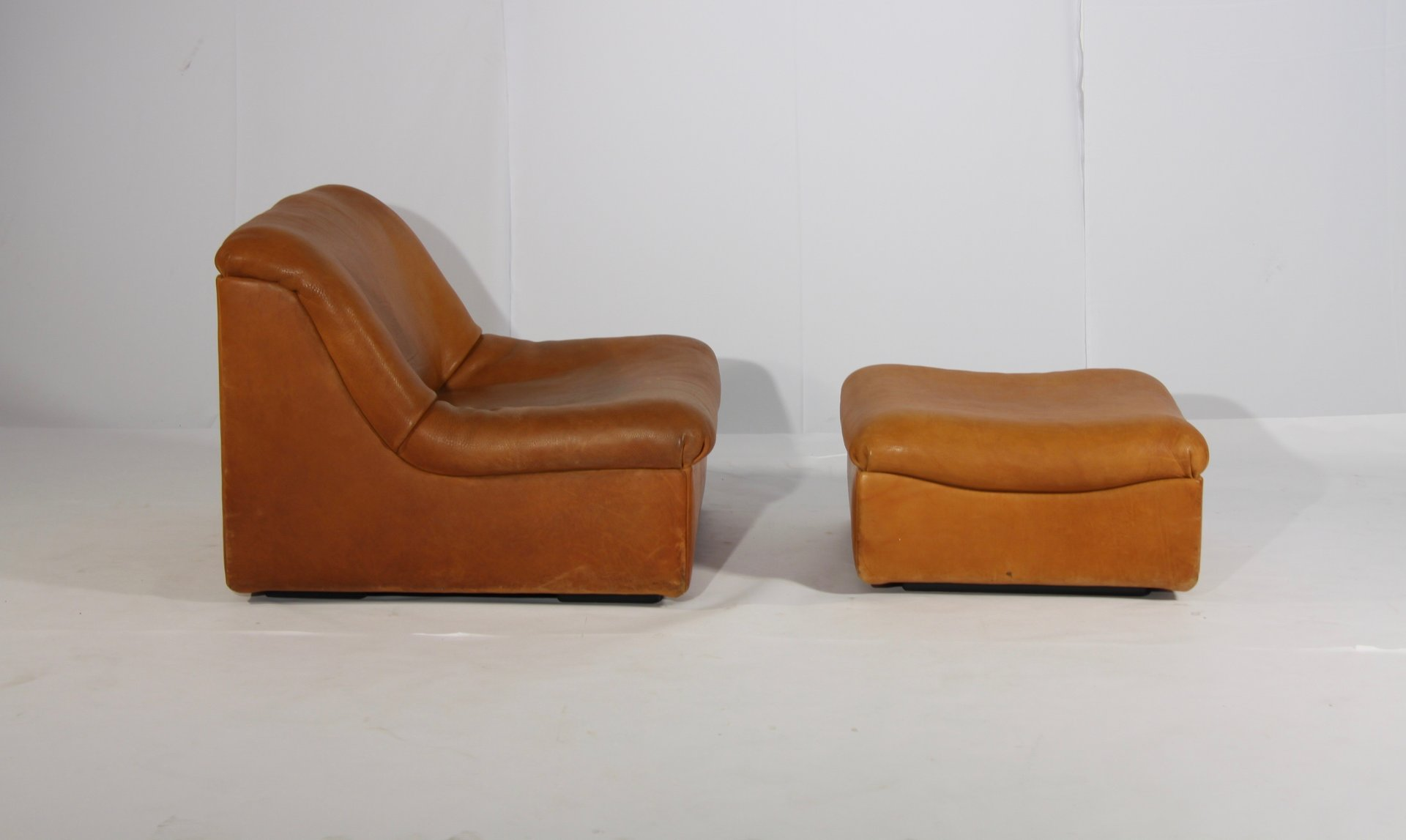 DS 46 Thick Buffalo Leather Lounge Chair & Pouf from de Sede