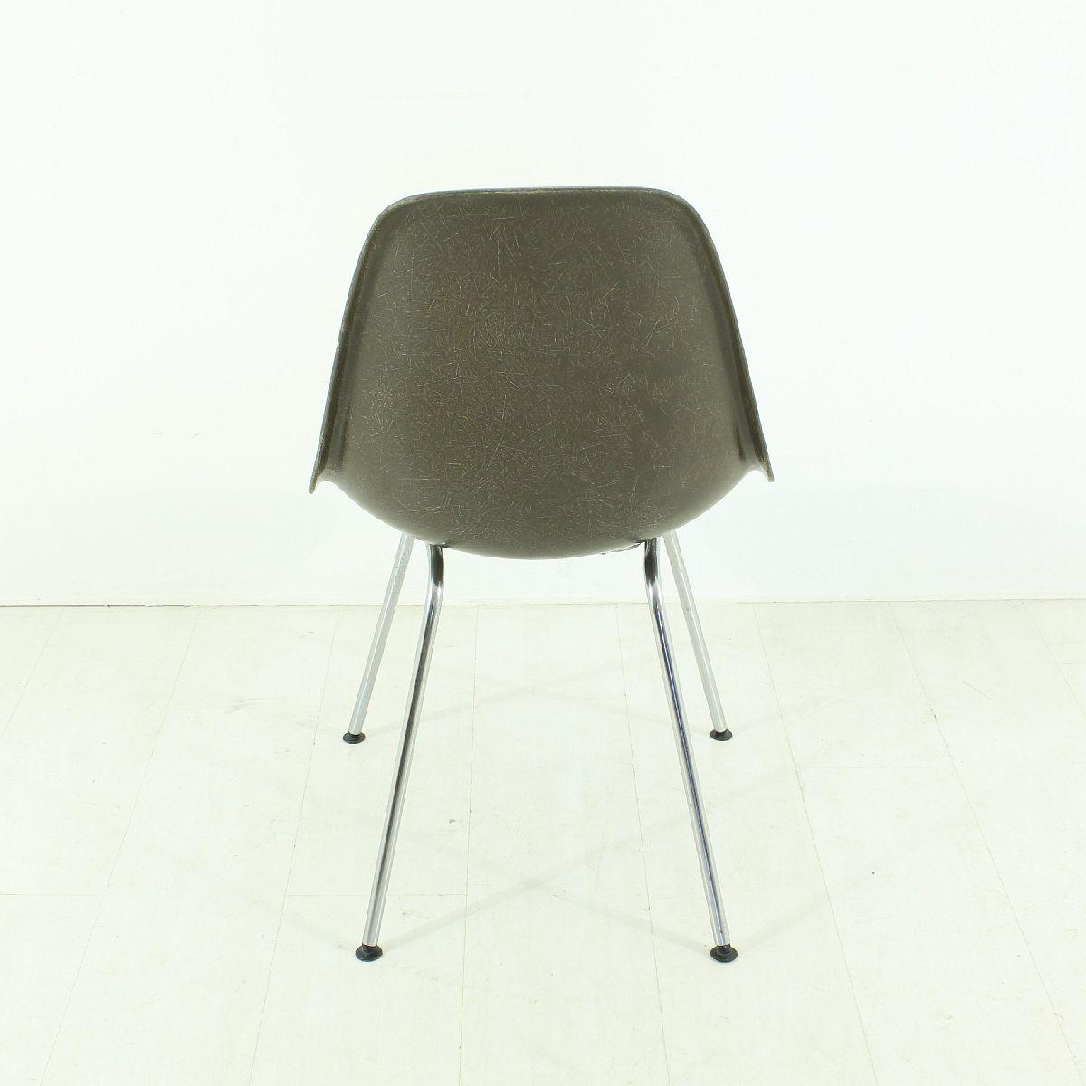 schokobrauner vintage stuhl von charles ray eames f r. Black Bedroom Furniture Sets. Home Design Ideas