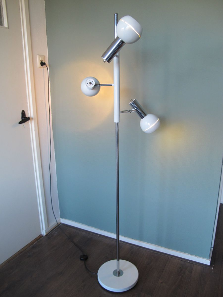 wei e stehlampe aus chrom mit drei leuchten 1970er bei pamono kaufen. Black Bedroom Furniture Sets. Home Design Ideas