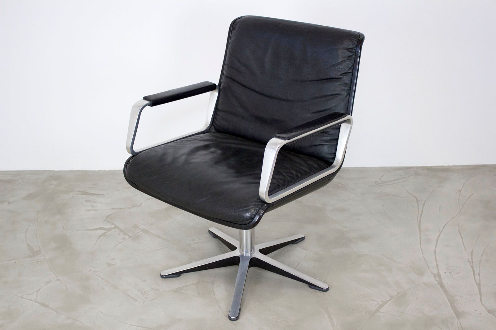 Delta 2000 Swivel Leather Office Armchair from Wilkhahn 1970s for