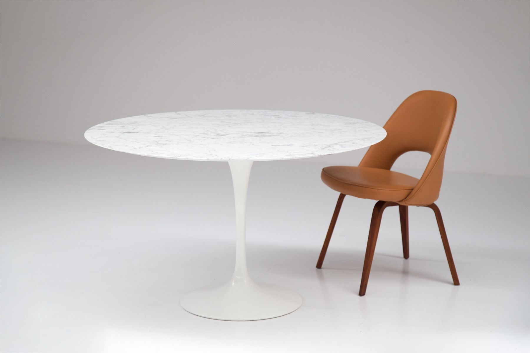 vintage tulip tisch von eero saarinen f r knoll bei pamono. Black Bedroom Furniture Sets. Home Design Ideas