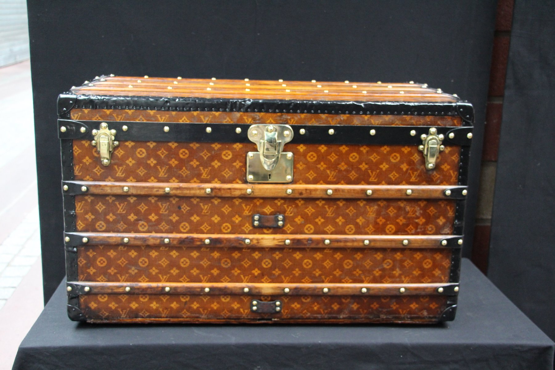 woven canvas steamer trunk from louis vuitton 1900s for. Black Bedroom Furniture Sets. Home Design Ideas