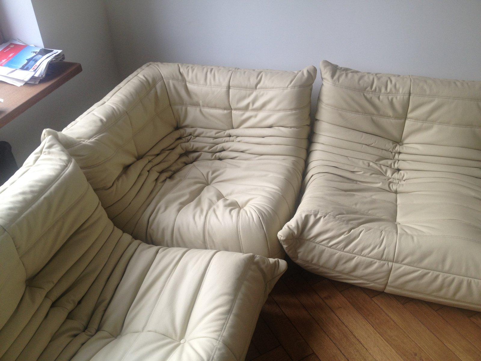 canap vintage togo beige en cuir par michel ducaroy pour. Black Bedroom Furniture Sets. Home Design Ideas