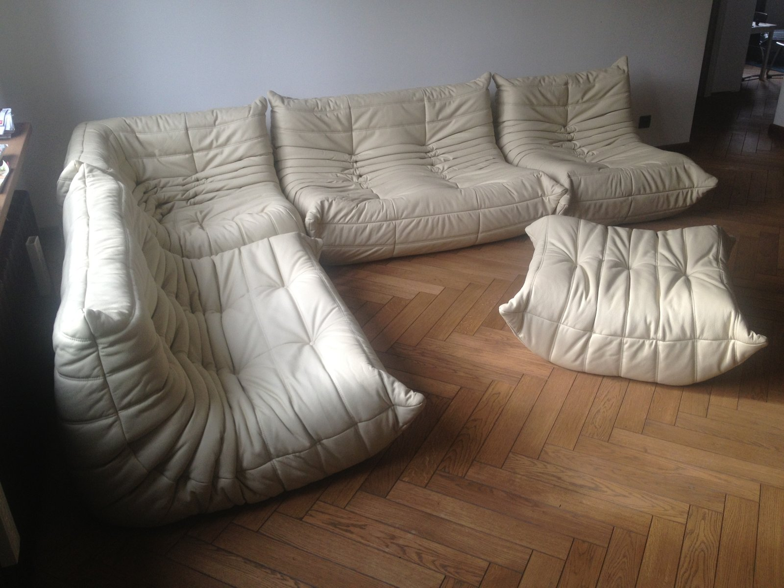 Vintage beige leather togo sofa set by michel ducaroy for - Housse togo ligne roset ...