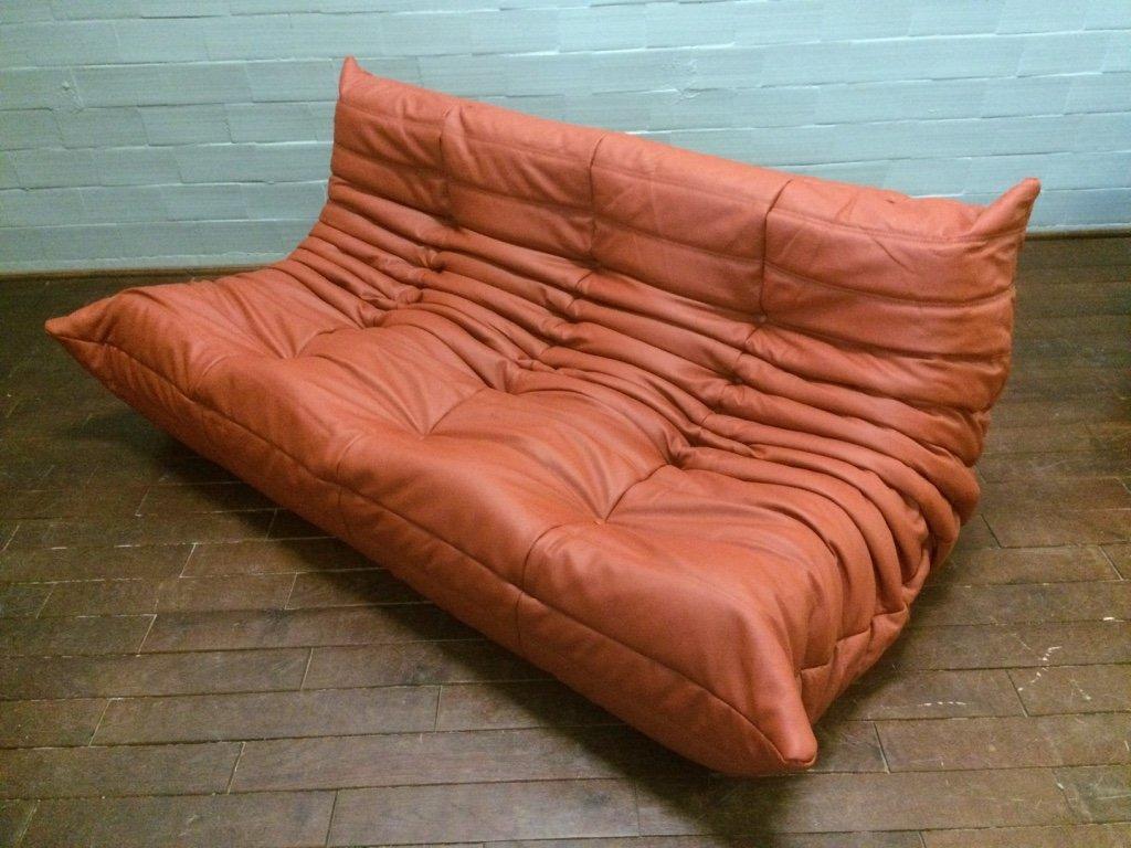 rotes togo 3 sitzer ledersofa von michel ducaroy f r ligne roset 1970er bei pamono kaufen. Black Bedroom Furniture Sets. Home Design Ideas