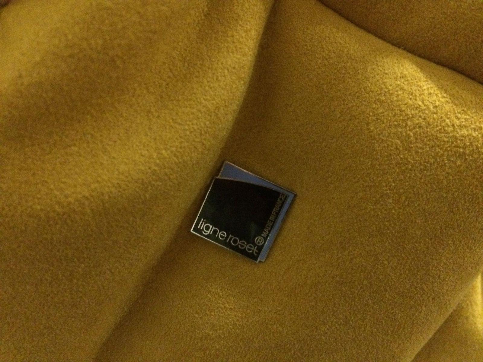 set de canap togo alcantara jaune par michel ducaroy pour ligne roset 1970s set de 3 en vente. Black Bedroom Furniture Sets. Home Design Ideas