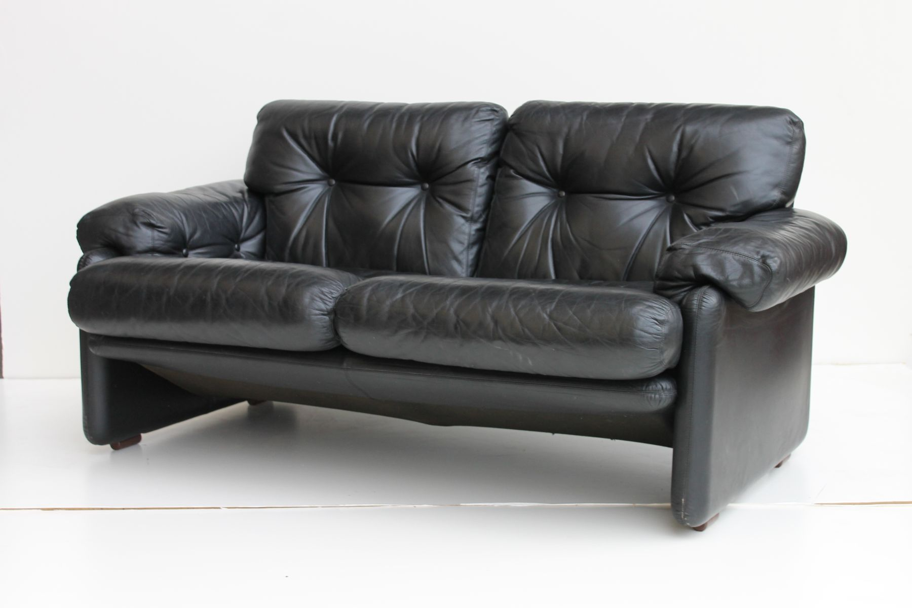 Coronado black leather loveseat by tobia scarpa for b b italia 1970s for sale at pamono Loveseat black