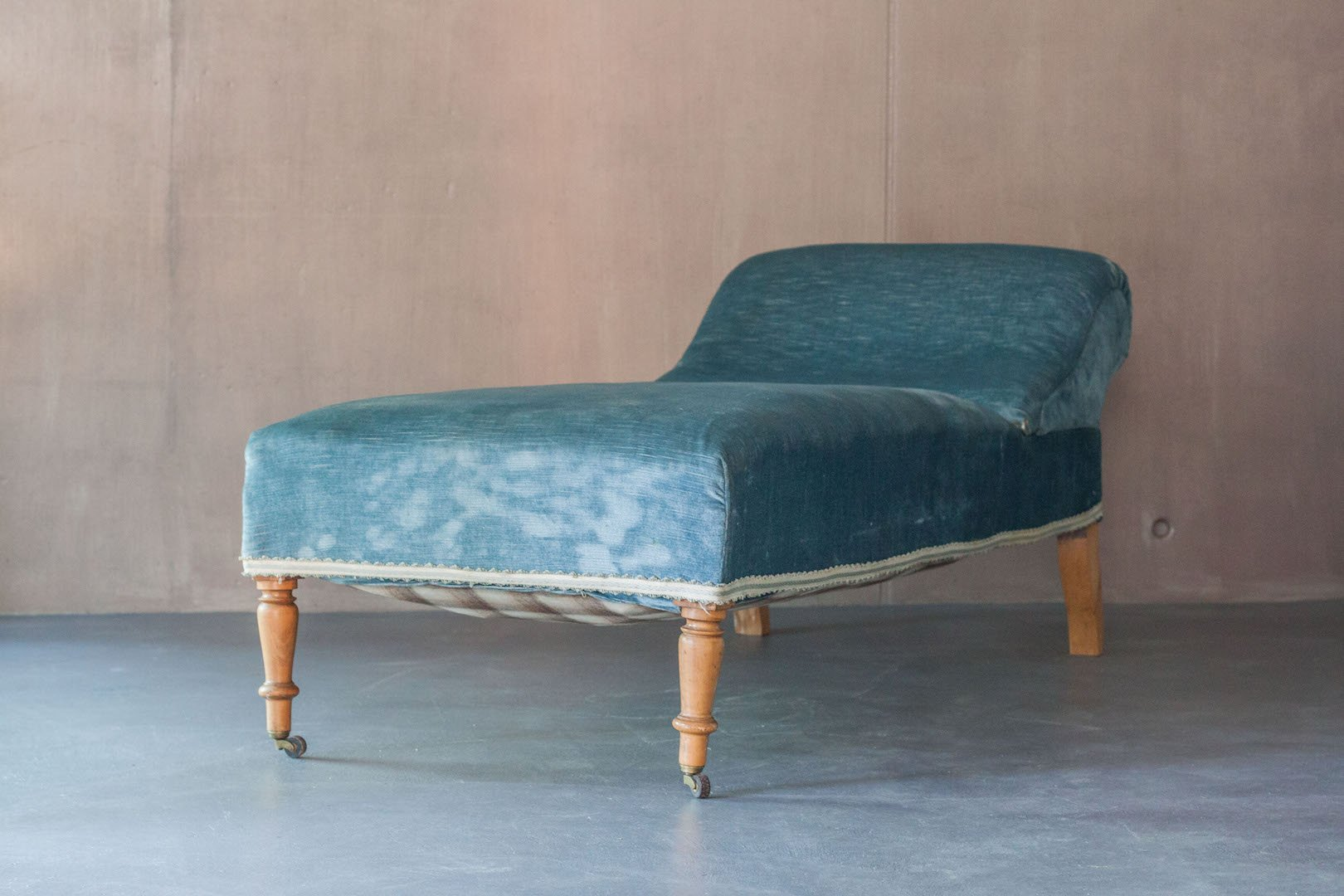 Vintage chaise lounge with sky blue velvet upholstery for for Blue velvet chaise lounge