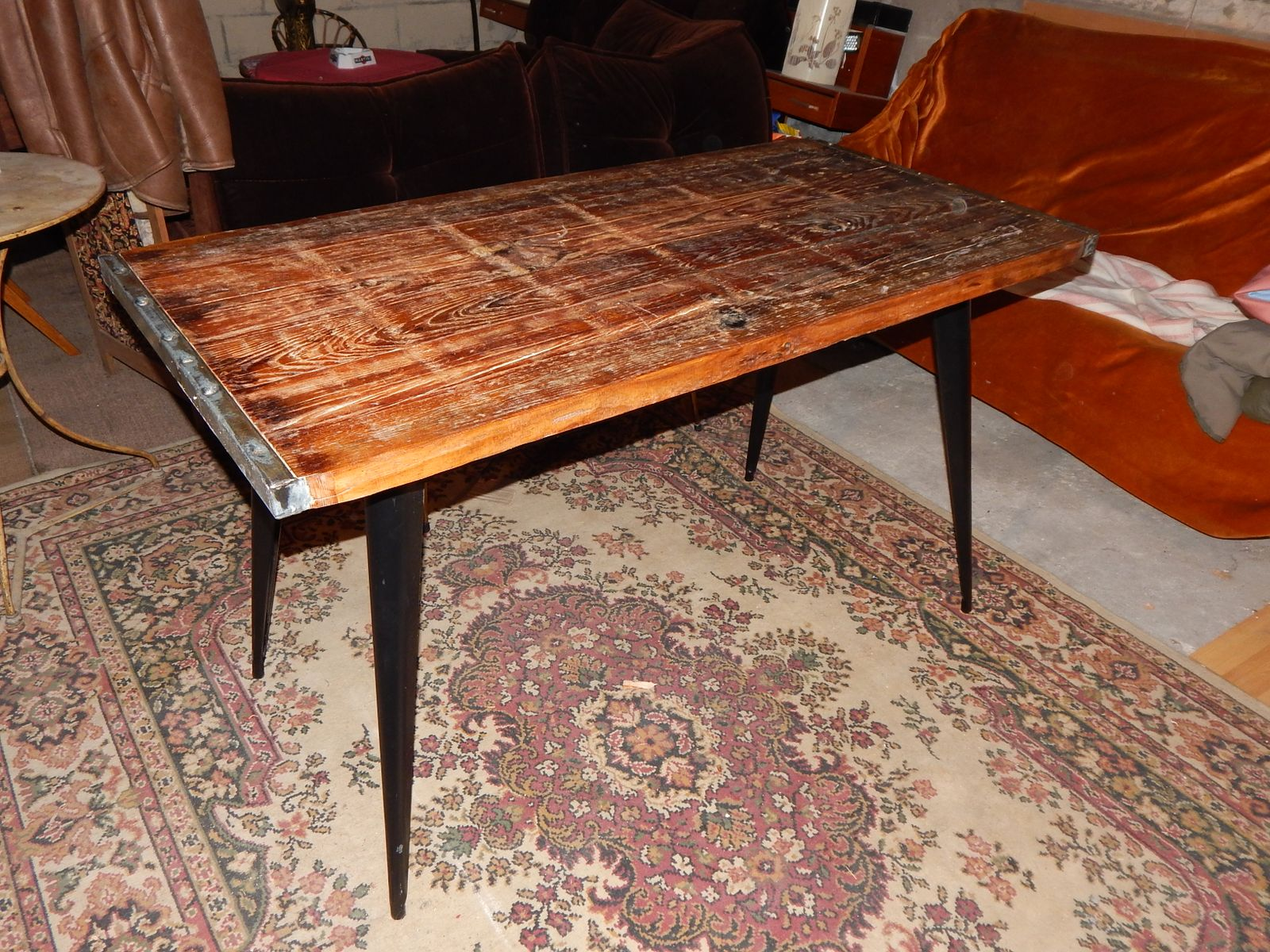 table de salon industrielle par xavier pauchard pour tolix. Black Bedroom Furniture Sets. Home Design Ideas