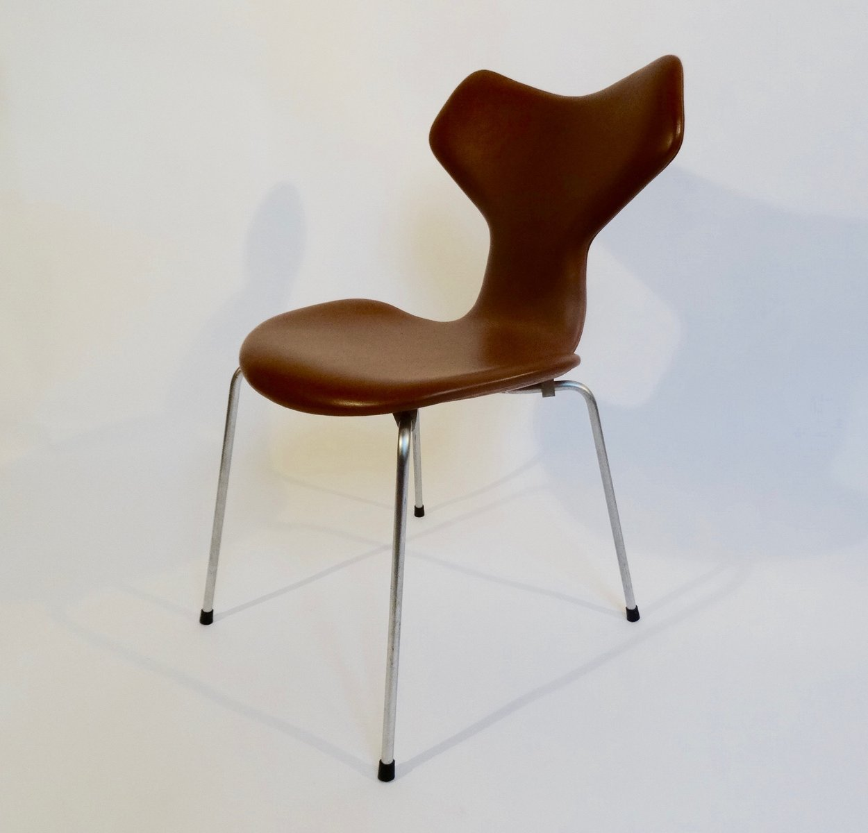 grand prix chair by arne jacobsen for fritz hansen 1964 for sale at pamono. Black Bedroom Furniture Sets. Home Design Ideas