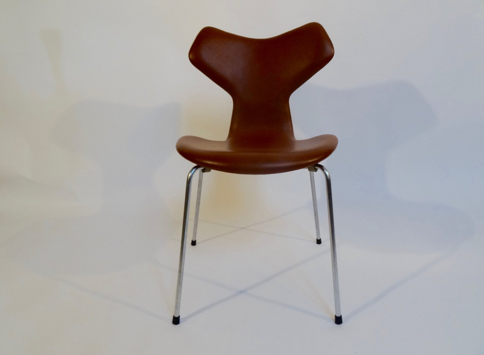 Grand prix chair by arne jacobsen for fritz hansen 1964 for Chaise arne jacobsen