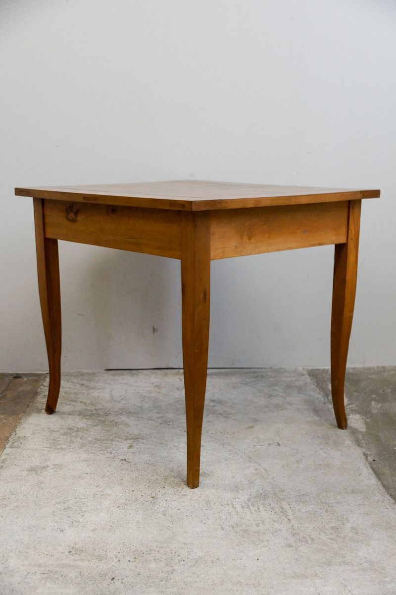 Small cherry biedermeier dining table 1820s for sale at for Cherry dining table