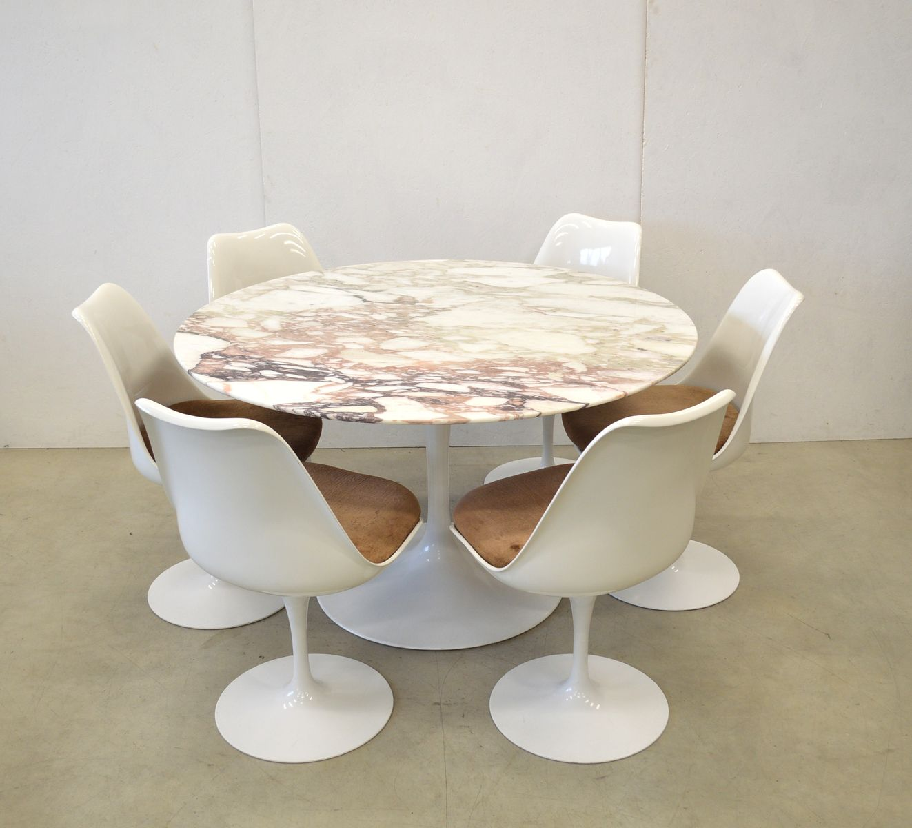 marble dining table 6 tulip chairs by eero saarinen for knoll international 1970s for sale at. Black Bedroom Furniture Sets. Home Design Ideas