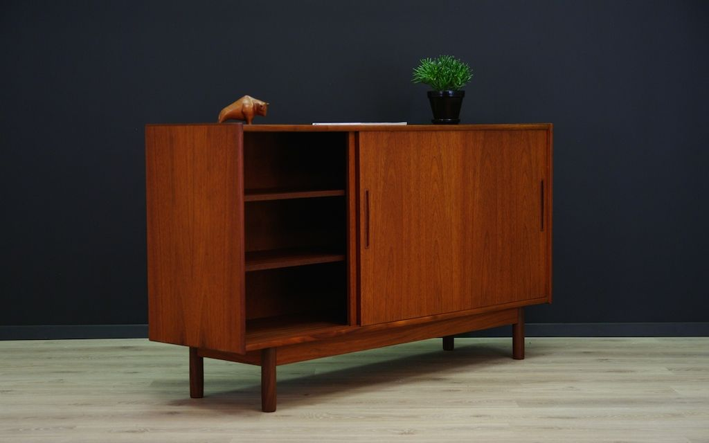 d nisches vintage teak highboard mit schiebet ren 1970er bei pamono kaufen. Black Bedroom Furniture Sets. Home Design Ideas
