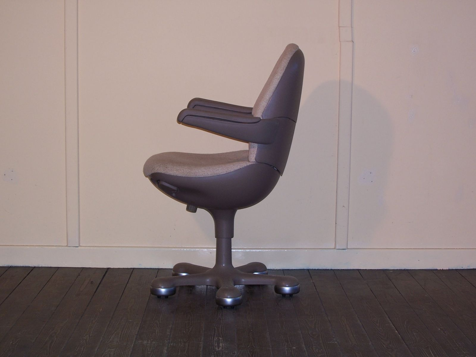 vintage wheeled office chair from mauser for sale at pamono. Black Bedroom Furniture Sets. Home Design Ideas