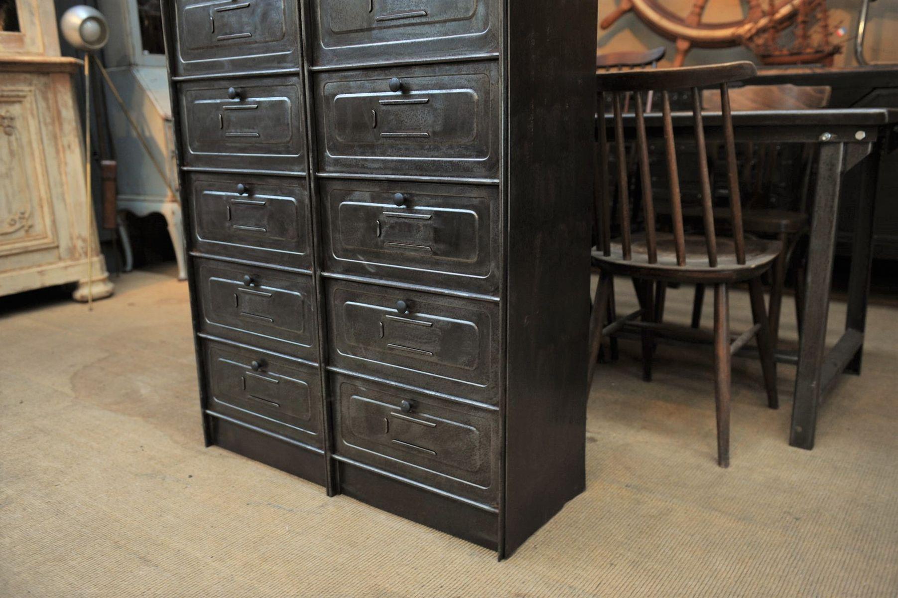 industrieller metall schrank 1950er bei pamono kaufen. Black Bedroom Furniture Sets. Home Design Ideas