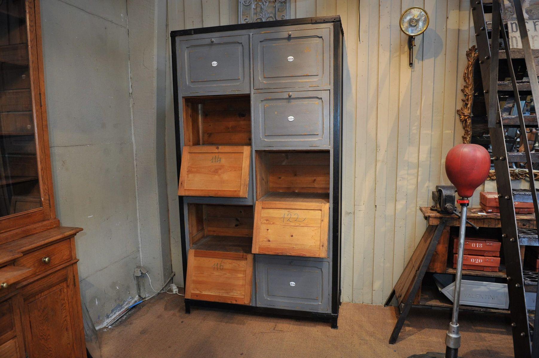 nummerierter schrank aus holz metall 1920er bei pamono kaufen. Black Bedroom Furniture Sets. Home Design Ideas