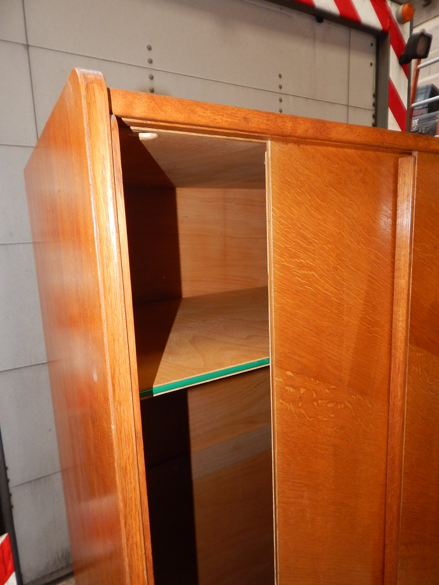 vintage kleiderschrank mit schiebet ren bei pamono kaufen. Black Bedroom Furniture Sets. Home Design Ideas